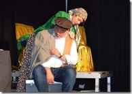 Kapıcı Mahmut (Murat İlkbahar) ve karısı (Burcu Özdirik)